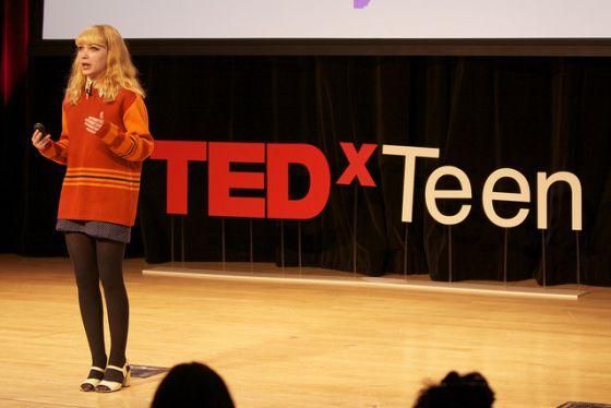Una joven interviene en el TEDxTeen.